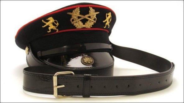 Frida Badoux - Police Cap England - Hatbag - Tassen-mode-nieuws
