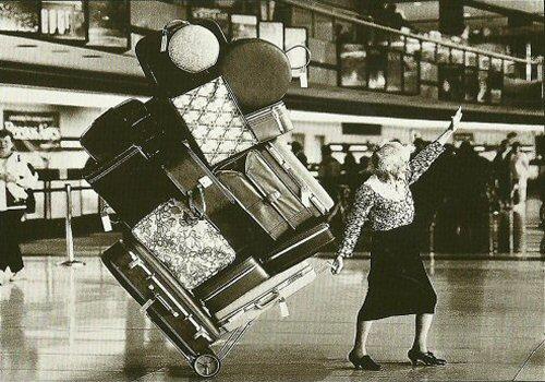 Oude vrouw - Bagage - Tassen-mode-nieuws